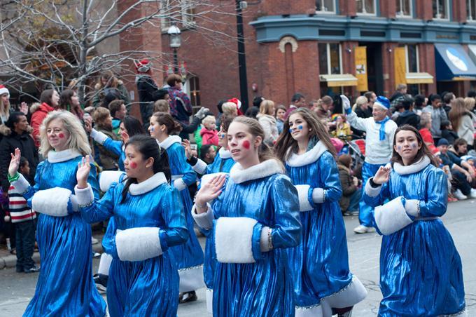 Парад Санта-Клауса, Торонто, 2013